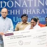 אמה תורמת 30 מיליון דולר לבניית תשתיות ביוב ובתי שימוש בכל רחבי הודו