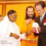 אמה הודיעה על תרומה בסך מיליון דולר לנפגעי הצונאמי ביפן