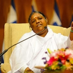 """""""דע את עצמך – זהו המסר הרוחני"""" – המסר של אמה לשנה האזרחית החדשה"""